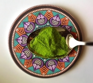 matcha tea benefits in spoon